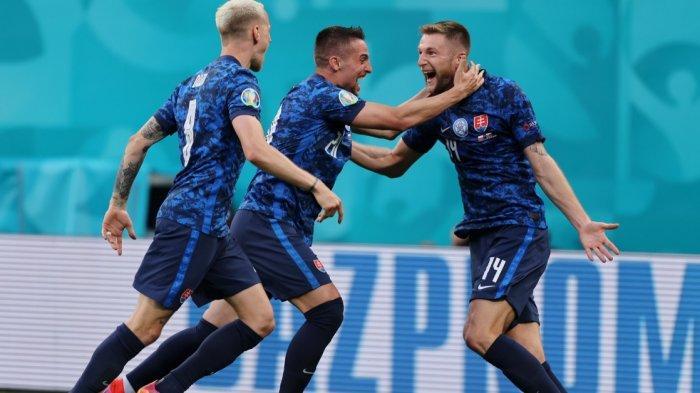 Slovakia Kalahkan 10 Pemain Polandia 2-1, Milan Skriniar Menjadi Penantu Kemenangan