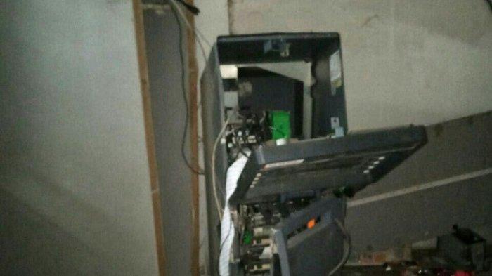 Mesin ATM di minimarket dibobol pencuri  di Jalan Kampung Bedeng, Kelurahan Telaga Asih, Kecamatan Cikarang Barat, Kabupaten Bekasi, Selasa (24/6/2021).