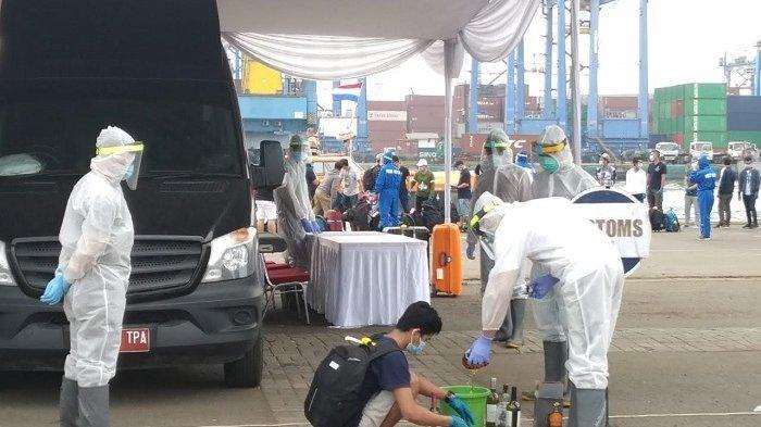 Tiba di Pelabuhan Tanjung Priok, Anak Buah Kapal MV Veendam Bawa Minuman Keras