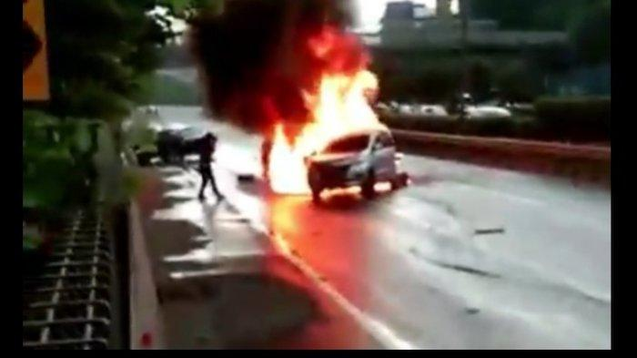 Kronologi Mobil Avanza Hangus Terbakar di Tol Dalam Kota Grogol, 1 Penumpang Tewas