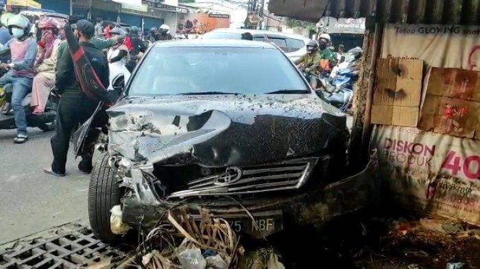 UGAL-UGALAN Mau Salip Angkot, Pengendara Sedan Mewah Tabrak 8 Orang Pengguna Jalan di Bekasi