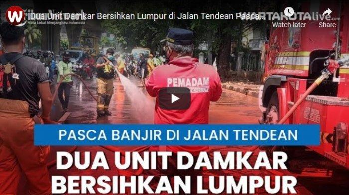 VIDEO Dua Unit Mobil Damkar Dikerahkan Bantu Bersihkan Lumpur di Jalan Tendean Pasca Banjir