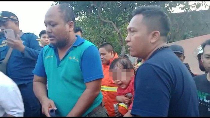 Kronologi Truk Tanah Timpa Mobil di Tangerang, Satu Balita Berhasil Diselamatkan