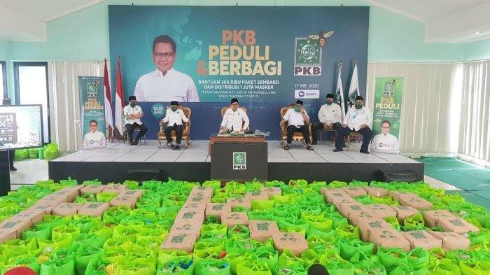 Muhaimin Iskandar Bagikan 300.000 Paket Sembako dan Satu Juta Masker Kepada Warga yang Membutuhkan
