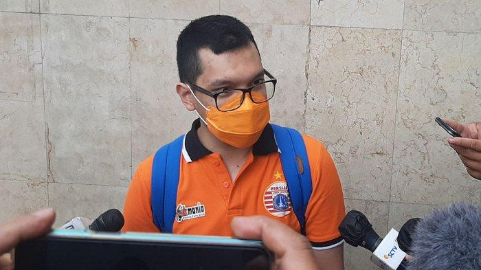 Pengurus The Jakmania Diwakili M. Aditya Putra, Memenuhi Panggilan Ditreskrimsus Polda Metro Jaya