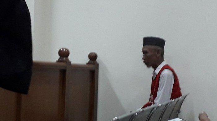 Pendi Pembunuh Istri dan Dua Anak Disidang, Hakim Tanya Kenapa Nyeker