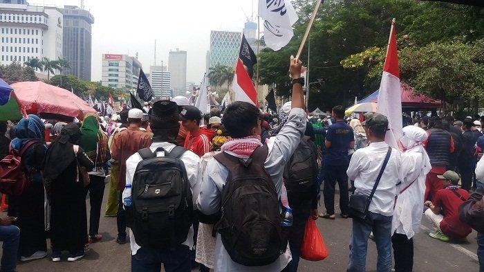 Massa Mujahid 212 minta Presiden Jokowi mundur: Hidup Jadi Tambah Susah