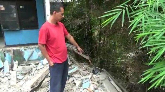 Satu Unit Rumah di Pondok Aren Ambruk Akibat Tanah Bergeser