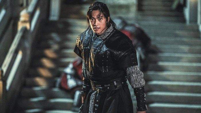 Aktor Na In Woo berperan sebagai On Dal dalam drama Korea River where the Moon Rises.