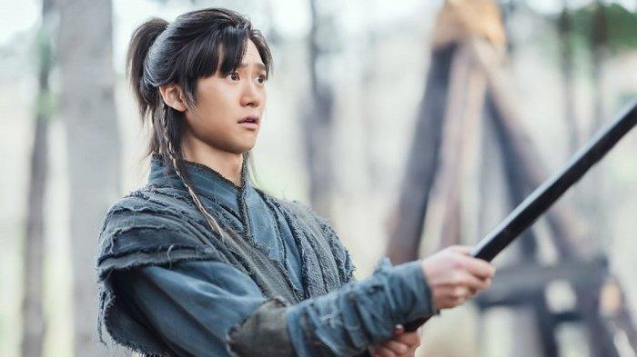 Adegan dalam drama Korea berjudul River Where the Moon Rises yang dibintangi Kim So Hyun dan Na In Woo.