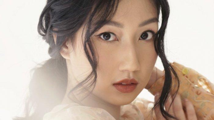 Penyanyi Nadiya Rawil mengenalkan single perdananya yang berjudul 'Satu di Antara Berjuta', Jumat (25/9/2020).