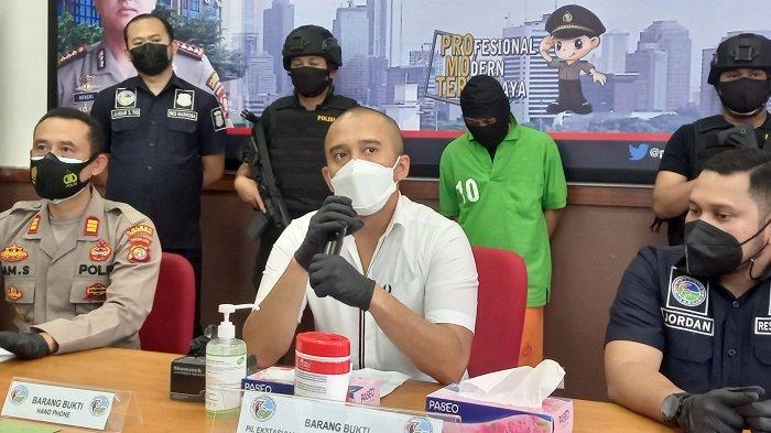 Satres Narkoba Polrestro Jakarta Pusat Amankan 944 Butir Ekstasi Berlogo Forsche di Bungur