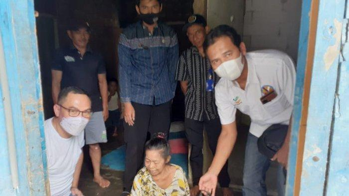 Respon cepat diberikan oleh pemerintah menyikapi kabar nenek paruh baya bernama Siti (80) yang terbaring lemah karena menderita kelumpuhan.