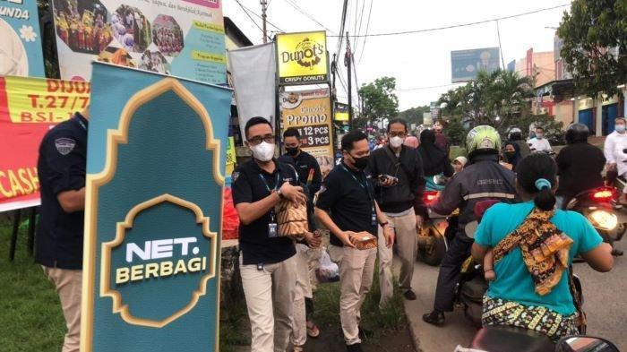 Program NET Berbagi Berkah itu dilakukan selama Ramadan 2021 dengan mengunjungi lebih dari 300 anak yatim piatu di pinggiran Jakarta, Bandung, Yogyakarta, dan Surabaya.
