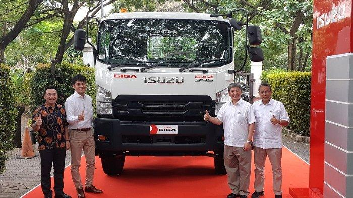 New Isuzu GIGA Tractor Head,Hadir 4 Varian dengan Daya Angkut hingga 46,1 Ton