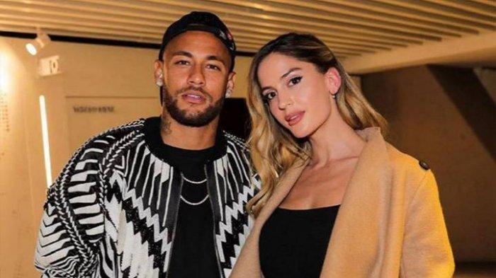 Neymar dan pacarnya Natalia Barulich