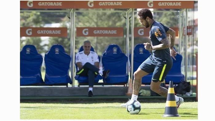 Neymar Menangis di Hadapan Tite