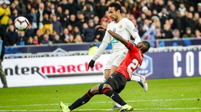 Neymar saat menjebol gawang Rennes di Piala Prancis. Namun akhirnya tetap gagal juara.