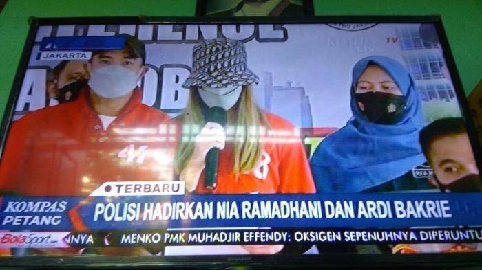 Nia Ramadhani dan Ardi Bakrie saat dihadirkan polisi dalam jumpa pers, Sabtu (10/7/2021) sore.