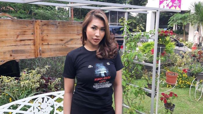 Nia Sachi disela jumpa pers film Bisikan Arwah Mantan di kawasan Matraman, Jakarta Timur, Rabu (17/3/2021).