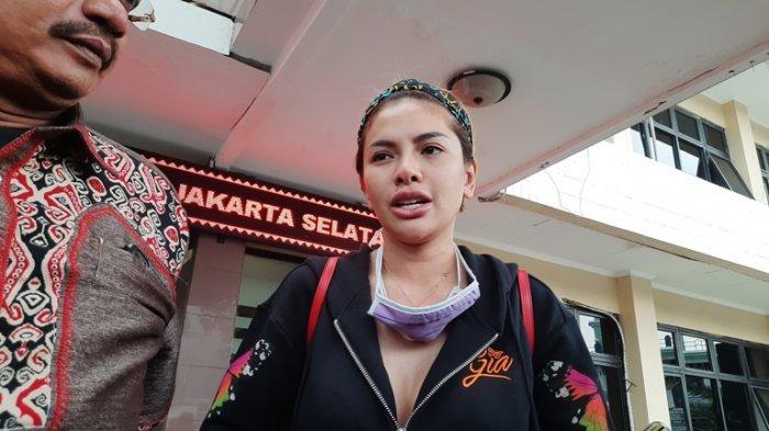 Nikita Mirzani setelah menjalani pemeriksaan terkait laporannya terhadap pengacara Elza Syarief di Polres Metro Jakarta Selatan, Rabu (14/10/2020).
