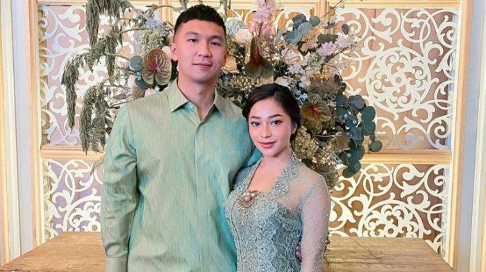 Pasangan selebritas Nikita Willy dan Indra Priawan menggelar acara lamaran di salah satu hotel di kawasan Jakarta Selatan, pada 26 Juli 2020.