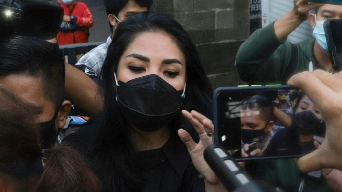 Penyanyi Nindy Ayunda menjalani pemeriksaan di Polres Metro Jakarta Barat, Slipi, Jakarta Barat, Selasa (19/1/2021).