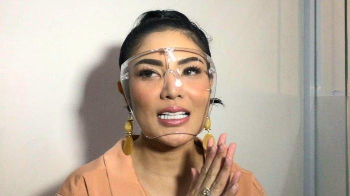 Penyanyi Nindy Ayunda di kawasan Tendean, Mampang Prapatan, Jakarta Selatan, Kamis (22/4/2021).