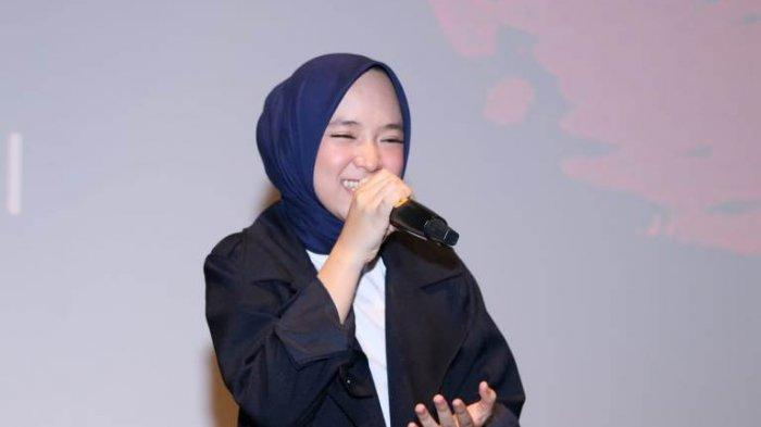 Nissa Sabyan bernyanyi disela gala premier film Sabyan Menembus Mimpi di Bioskop XXI Epicentrum Walk, Jalan HR Rasuna Said, Kuningan, Jakarta Selatan, Kamis (20/6/2019).