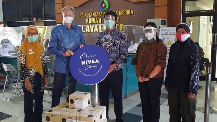 Apresiasi untuk Tenaga Medis Covid-19, Nivea Donasi 20.000 Produk Nivea Crème Tin Kemasan Spesial