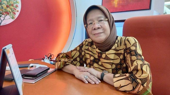 KISAH Tintin Surtini: Ikut Tanam Padi, Jadi Tukang Pel di Masjid Al-Azhar, Kini Jadi Notaris Sukses