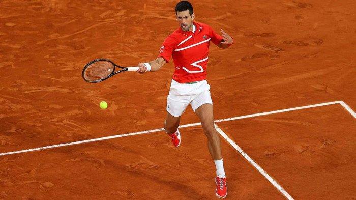 Novak Djokovic mengalahkan