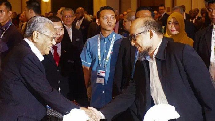 Novel Baswedan Terima Penghargaan di Malaysia Diserahkan Mahathir Mohamad, Ini Kata KPK