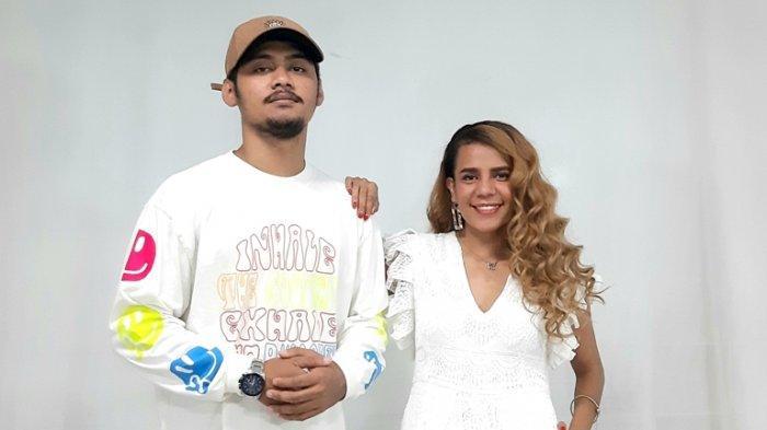 Nyanyikan Lagu Tentang Papua Berjudul 'Trausah Pikir', Nowela Ajak Duet Rapper Sandy