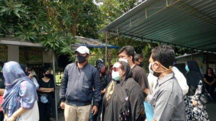 Seusai Melayat Ibunda di Solo, Nunung Srimulat  dan Suami kembali ke RSKO dan Wajib Isolasi Diri