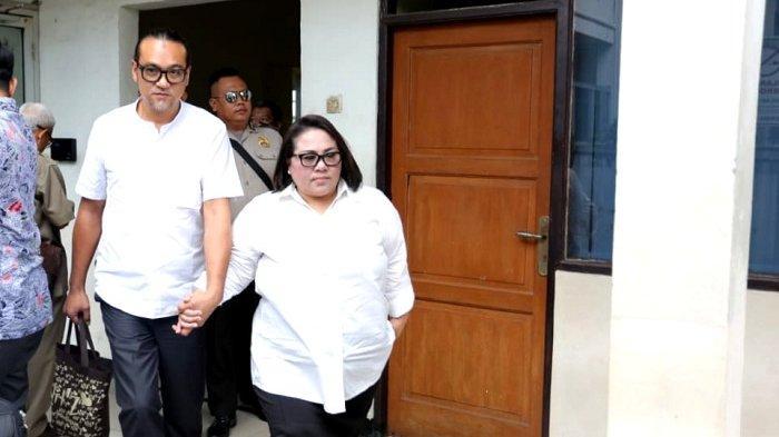 Nunung Srimulat dan Iyan Sambiran di Pengadilan Negeri Jakarta Selatan, Cilandak, Jakarta Selatan, Rabu (27/11/2019).