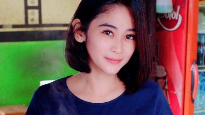 Nur Fitriyani, pedagang bakso cantik idi kawasan Babakan Madang, Sentul Kabupaten Bogor mendadak viral di media sosial.