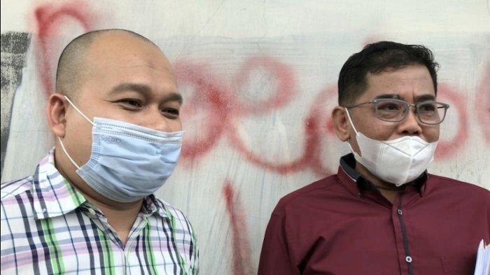 Nurdin Rudythia (kanan), suami pedangdut Nita Thalia, di Pengadilan Agama Jakarta Utara, Jalan Plumpang Semper, Jakarta Utara, Selasa (13/10/2020).