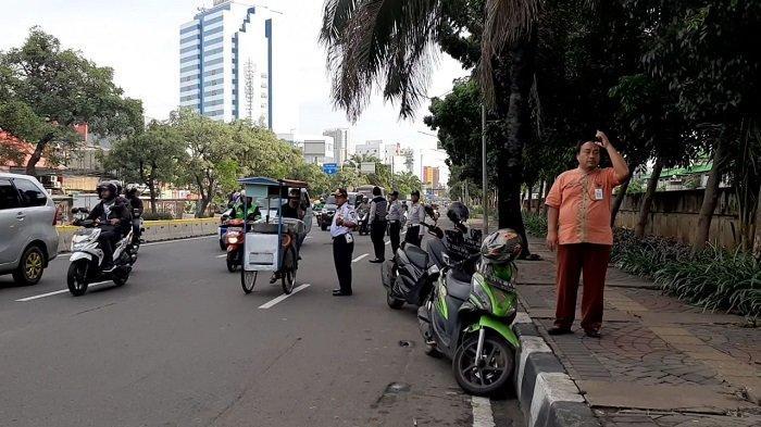 Ojol dan PKL di Jalan Gunung Sahari Ditertibkan: Kalau Mau Usir, Usir Semua!