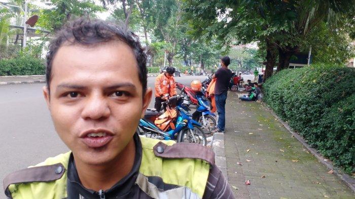 Ogah Ikut Demo, Driver Ojol Ini Pilih Tetap Bekerja Antar Pesanan Makanan di Masa PPKM Darurat