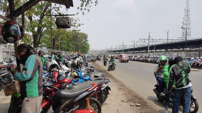 VIDEO: Penumpang KRL Mengaku Malas Naik Ojol dari Lay Bay Stasiun Bekasi