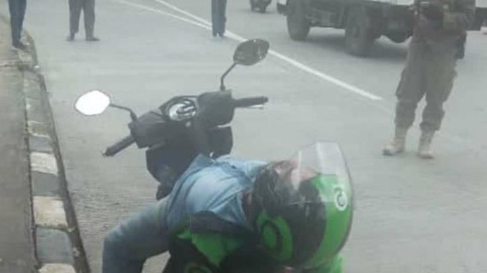 Ojol Tergeletak di Atas Motor Bikin Geger Warga, Sudah Panggil Ambulans, Ternyata Sedang Tidur Pulas
