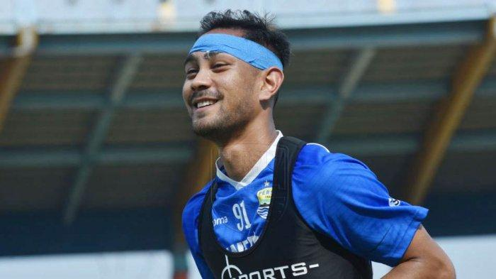 Omid Nazari bergabung dengan Persib pada tahun 2019, sebelumnya bermain di Ceres Negros (Filipina)