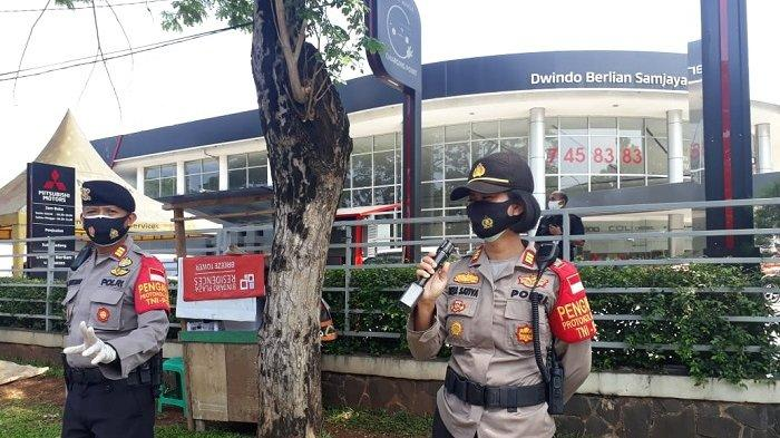 Kapolsek Pondok Aren AKP Riza Sativa saat menggelar operasi yustisi pendisiplinan protokol kesehatan Covid-19 di kawasan Pasar Modern Bintaro, Pondok Aren, Tangerang Selatan.