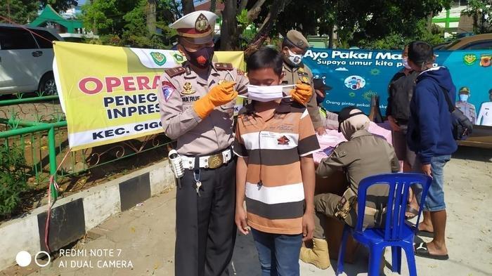 Operasi yustisi penegakan protokol 3M di Pasar Tohaga, Cigombong, Kamis (17/9/2020).