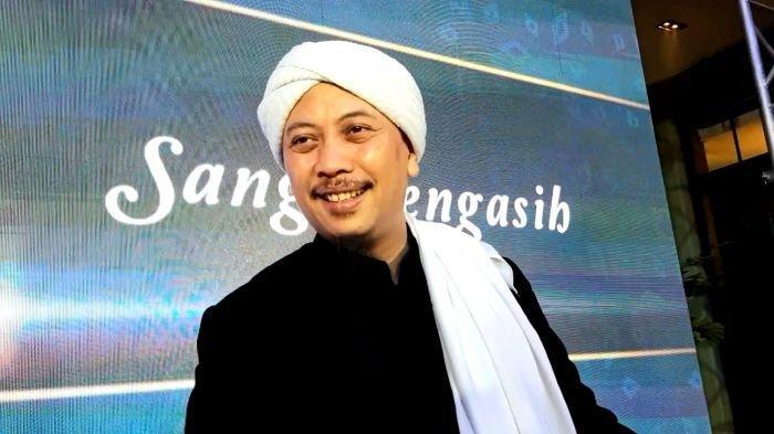 Penyanyi Opick di kawasan Setiabudi, Jakarta Selatan, Selasa (6/4/2021). Opick membagikan kabar bahagia saat Bebi Silvana, istrinya, hamil anak pertama setelah mereka menikah medio Desember 2018.