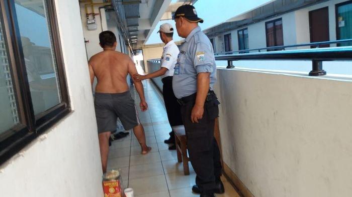 ODMK Mengamuk di Rusun Cakung, Pecahkan Kaca Rumahnya