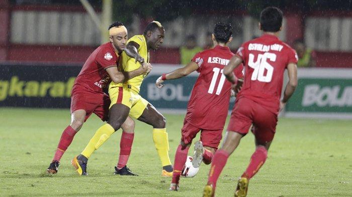 Dengan tinggi badan 190 cm posisi pemain belakang sangat cocok buat Otavio Dutra menjaga pertahanan Persija Jakarta