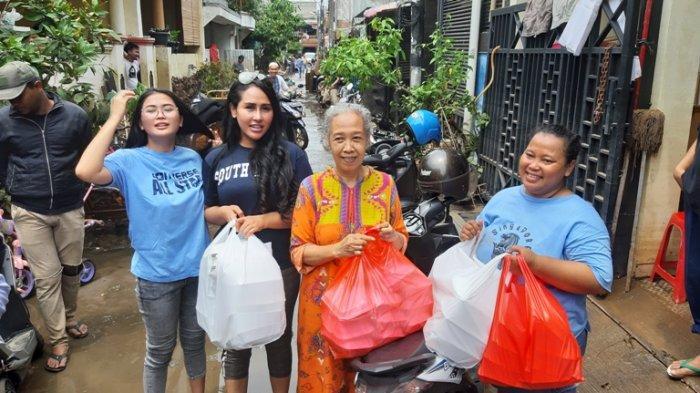 Datangi Korban Banjir di Ciledug Sambil Bagi Makanan, Ovi Sovianti dan Ratu Meta Tak Dikenali Warga