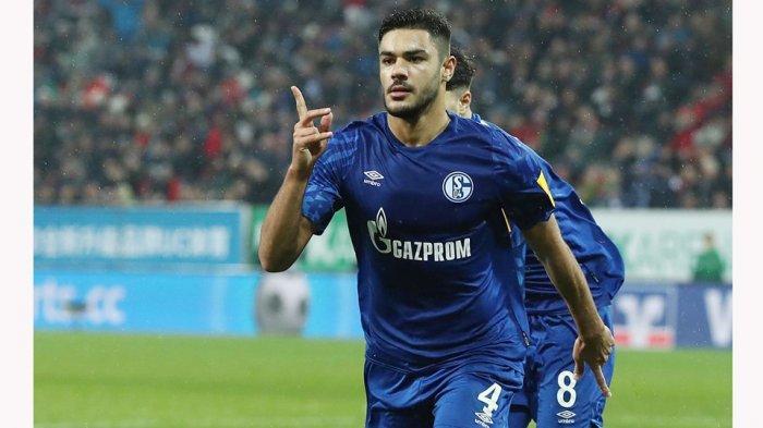 Ozan Kabak bergabung dengan klub Schalke 04 di Bundesliga